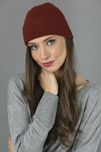 Pure Cashmere Plain and Ribbed Knitted Beanie Hat in Bordeaux