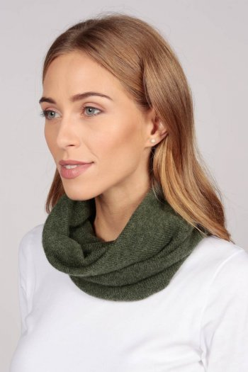 Cashmere snood in army green