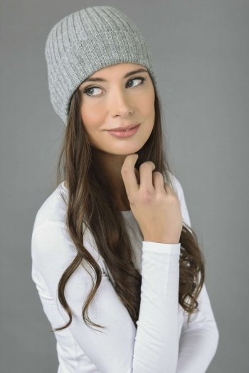 Pure Cashmere Fisherman Ribbed Beanie Hat in Light Grey