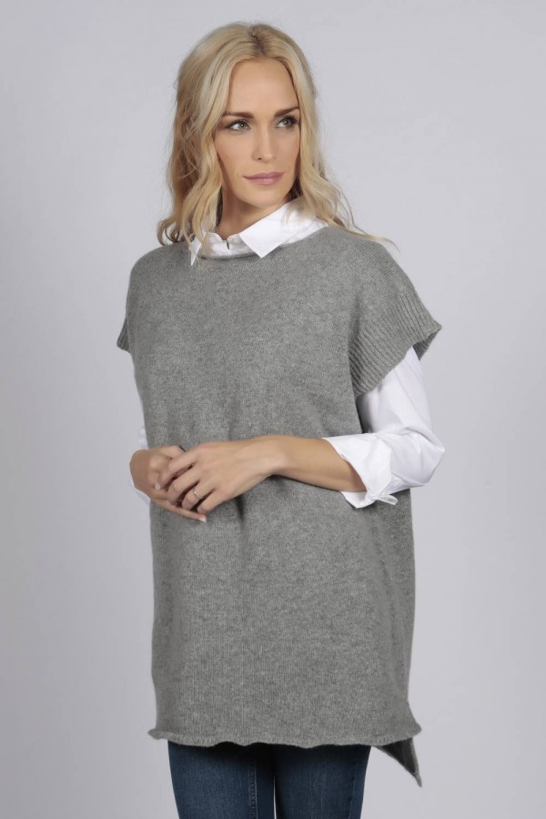 Light grey women's pure cashmere sleeveless sweater front