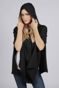 Mantella poncho in puro cashmere con cappuccio Nero. Made in Italy