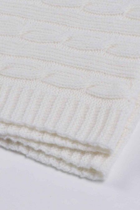 White pure cashmere baby blanket cable knit close up 1