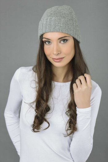 Pure Cashmere Plain and Ribbed Knitted Beanie Hat in Light Grey