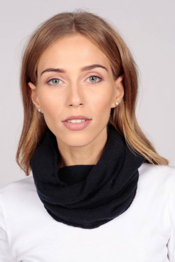 Cashmere snood in navy blue