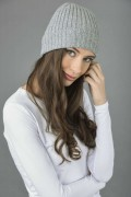 Pure Cashmere Fisherman Ribbed Beanie Hat in Light Grey 3
