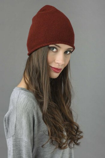 Pure Cashmere Plain Knitted Beanie Hat in Bordeaux