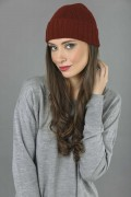 Pure Cashmere Plain and Ribbed Knitted Beanie Hat in Bordeaux 2