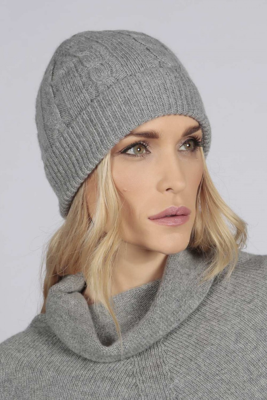 9e827c65683 Light grey pure cashmere beanie hat cable and rib knit