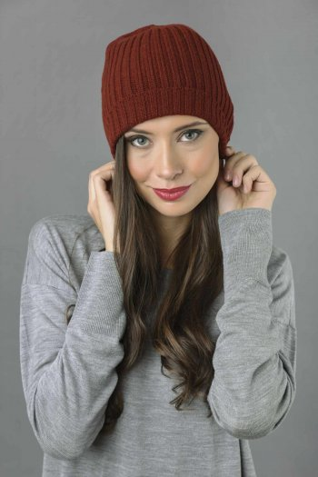 Pure Cashmere Fisherman Ribbed Beanie Hat in Bordeaux