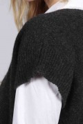 Charcoal grey women's pure cashmere sleeveless sweater close-up